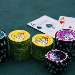 Succès du poker en club malgré Internet